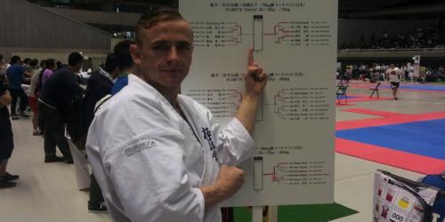 Farmaceuta wygrywa turniej karate w Tokio