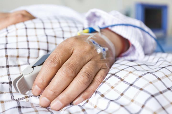 Naukowcy wezwali EMA do zwiększenia bariery dowodów na dopuszczenie do obrotu nowych leków onkologicznych. (fot. Shutterstock)