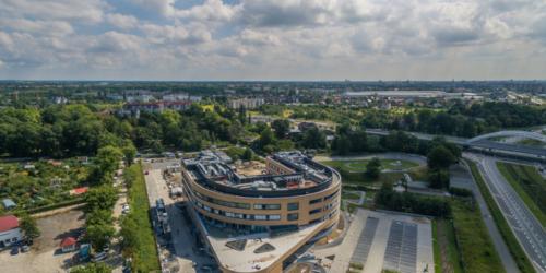 Wrocławski szpital z apteką drive-thru