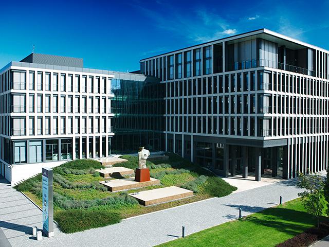 Wszyscy pracownicy, których stanowiska zostaną zlikwidowane w ramach zwolnień grupowych, otrzymają przewidziane polskim prawem odprawy (fot. Shutterstock)