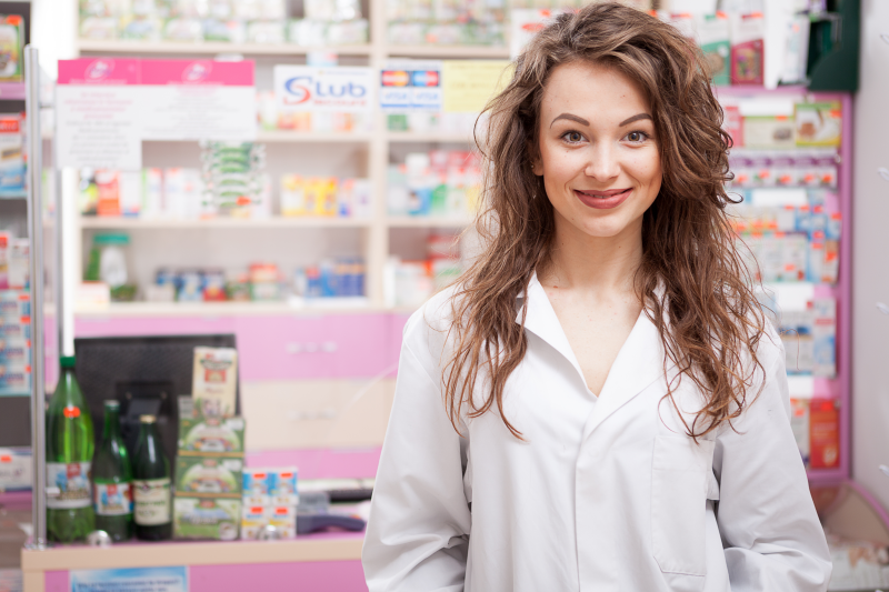 Farmaceuta będzie mógł odbyć szkolenie specjalizacyjne w dziedzinie zdrowia publicznego w trybie rozporządzenia Ministra Zdrowia z 13 czerwca 2017 r. (fot. Shutterstock)