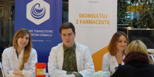 Studenci farmacji zbierają fundusze na pomoc pacjentom