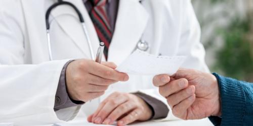 Lekarze seniorzy nie chcą być przymuszani do wystawiania e-recept