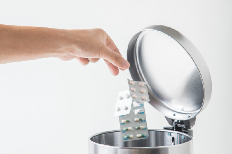 Suplementy diety przyjmowane nieostrożnie mogą mieć negatywne skutki zdrowotne (fot. Shutterstock)
