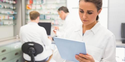 Farmaceuta w szpitalu powinien zarabiać tyle co lekarz