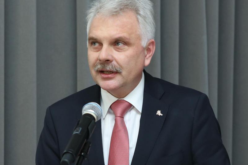 """Waldemar Kraska: Dyskusja na temat """"apteki dla aptekarza"""" w PiS jeszcze trwa."""