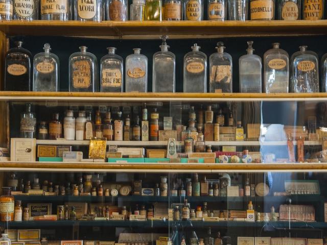 Bydgoscy radni przekazali milion złotych na zakup zbiorów Muzeum Farmacji.