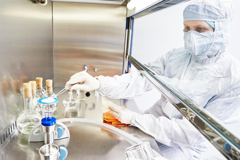 Badacze z Londynu otrzymali 75 milionów funtów na pracę nad nową koncepcją walki z rakiem (fot. Shutterstock)