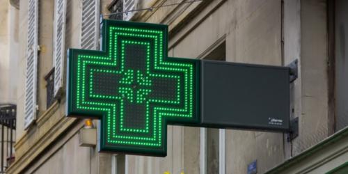 Hurtownie farmaceutyczne, apteki i koordynator zamieszani w handel pseudoefedryną