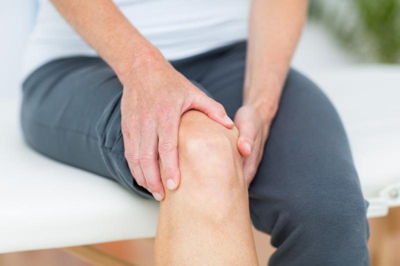 Warto zatem pamiętać, aby wybierając się na aktywny wypoczynek, zabrać ze sobą odpowiedni preparat, który pomoże zmniejszyć ból i zapewni nam komfort wypoczynku (fot. Shutterstock).