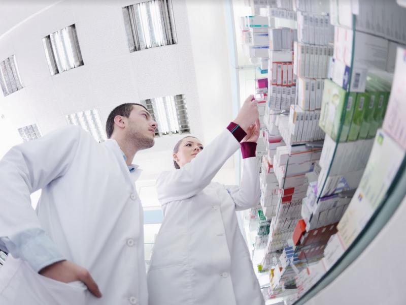 Marcin Czech uważa, że farmaceuci mogliby np. zmierzyć ciśnienie czy obsłużyć glukometr, udzielić profesjonalnej porady.