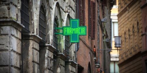 Decyzja o sprzedaży włoskich aptek sieciom będzie bolesna w skutkach