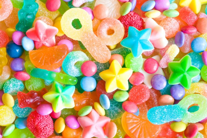 Apteczne półki coraz częściej przypominają sklep ze słodyczami. (fot. Shutterstock)