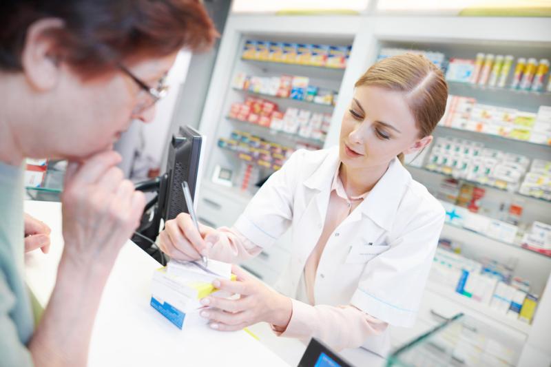 W wyniku przeprowadzonych kontroli stwierdzono nieprawidłowości m.in w zakresie prawidłowej realizacji recepty przez osobę wydającą lek z apteki.