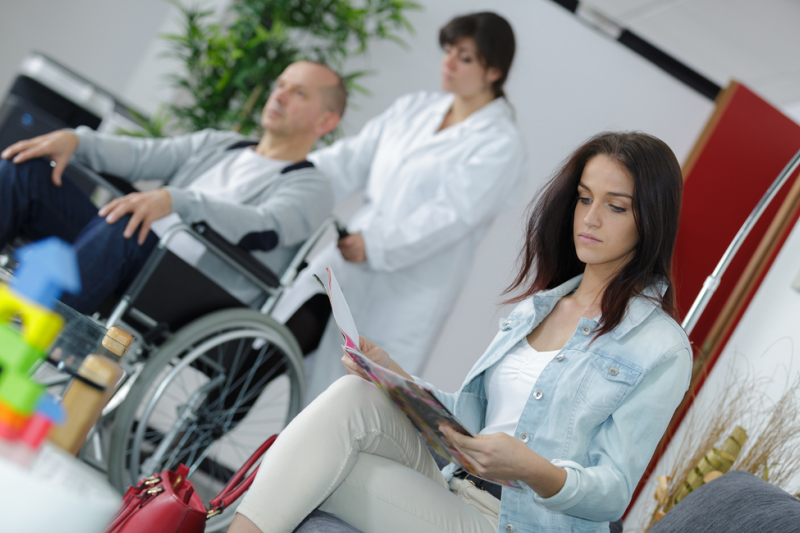 W treści ulotek pojawiała się też informacja, że w ramach prowadzonej przez aptekę opieki farmaceutycznej istnieje możliwość bezpłatnego wypożyczenia z niej inhalatora. (fot. Shutterstock)