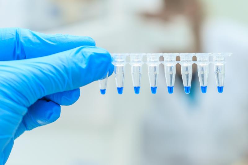 W przyszłości farmaceuci mogą być włączeni do badań genomicznych lub udzielać wsparcia pacjentom w zakresie konsultacji genetycznych. (fot. Shutterstock)