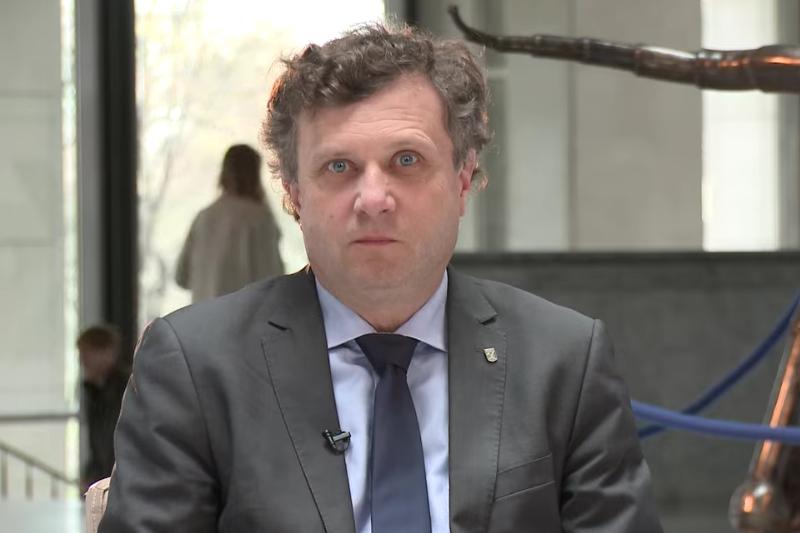 Prezydent Sopotu zarzuca aptekarzom, że nie myślą o pacjentach tylko o własnym interesie. (fot. YouTube)