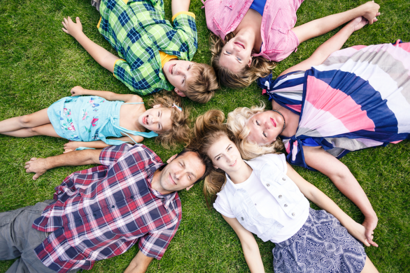 Podpisanie przez apteki umowy w sprawie przyznania członkom rodzin wielodzietnych uprawnień na podstawie Karty Dużej Rodziny jest traktowane jako prawnie zakazana reklama. (fot. Shutterstock)