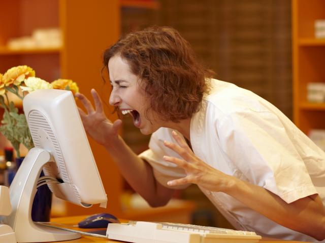 Odpowiednia komunikacja umożliwia nie tylko prawidłowe funkcjonowanie, ale i skuteczne rozwiązywanie problemów oraz rozładowywanie napięć. (fot. Shutterstock)