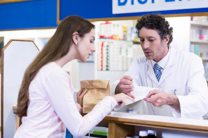 Ponieważ wśród farmaceutów panuje pogląd, że dopisek nie wymaga autoryzacji warto spojrzeć na definicję słownikową analizowanych słów. (fot. Shutterstock)