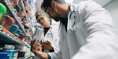 Wielka Brytania: farmaceuci spędzają ponad godzinę, by zdobyć brakujące leki