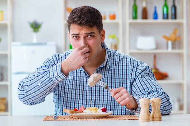 Zdaniem skarżącego, tematyka reklamy obrzydzała mu posiłek... (fot. Shutterstock)