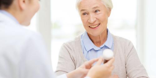 80% seniorów przyjmuje leki z polecenia lekarza lub farmaceuty.