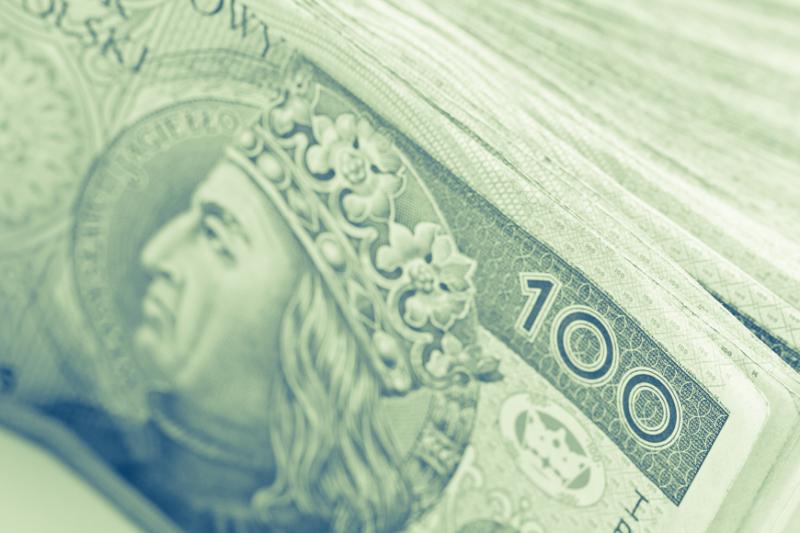 Z raportu wynika, że przeciętne wynagrodzenie farmaceutów wynosiło w analizowanym czasie 5035,65 zł brutto. (fot. Shutterstock)