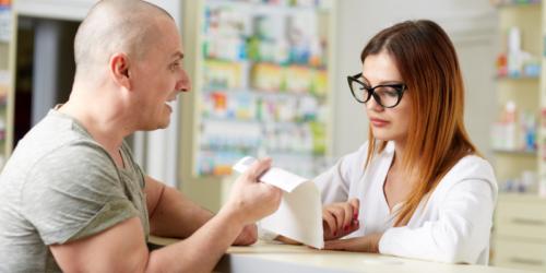 O czym farmaceuta powinien poinformować osobę kupującą szczepionkę?