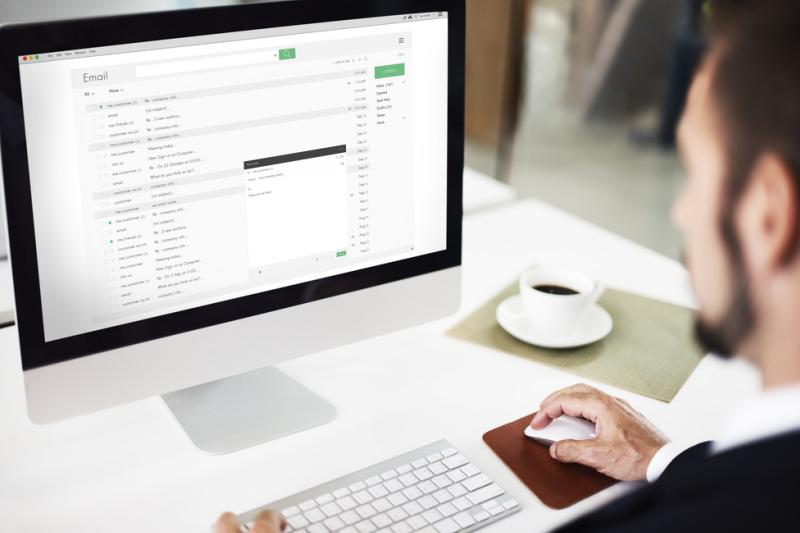 """Nie będzie już możliwości uzyskania punktów """"twardych"""" za udział w kursach realizowanych za pośrednictwem sieci internetowej. (fot. Shutterstock)"""