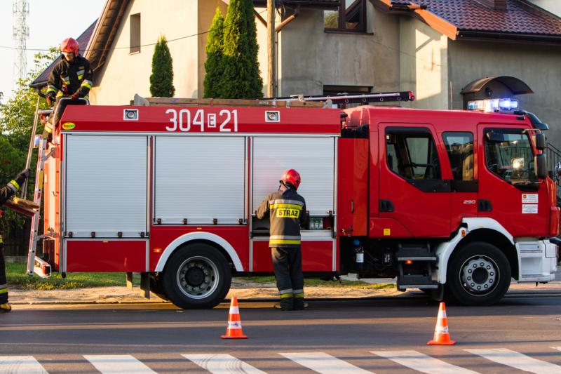 Straż Pożarna informuje, że dzięki szybkiej akcji zdołano uratować mienie o wartości ok. 200 tys. zł (fot. Shutterstock)