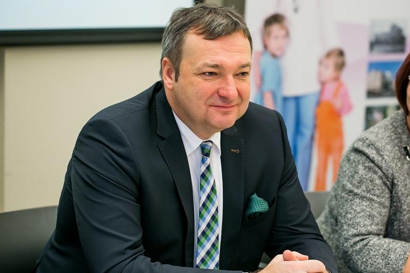 Marek Tombarkiewicz przejął w imieniu resortu pieczę nad 'apteką dla aptekarza' po Krzysztofie Łandzie. (fot. MZ)
