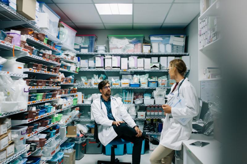 Apteka szpitalna potrzebowała zmian, gdyż w poprzednim stanie mogłaby funkcjonować maksymalnie do końca roku (fot. Shutterstock).