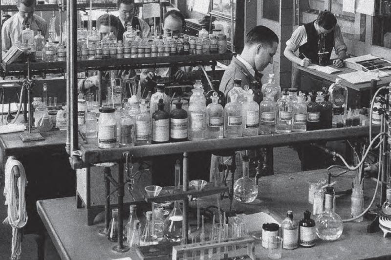 Prawdziwy rozkwit szpiegostwa farmaceutycznego nastąpił w drugiej połowie lat siedemdziesiątych. Najbardziej spektakularne akcje dotyczyły głównie antybiotyków, m.in.: tetracyklin, ryfampicyny, erytromycyny czy cefalosporyn. (fot. Shutterstock)