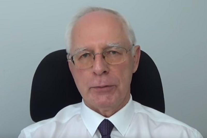 Jerzy Zięba w jednym ze swoich filmów broni działań policjantów, którzy zarekwirowali wszystkie produkty Visanto (fot. YouTube)