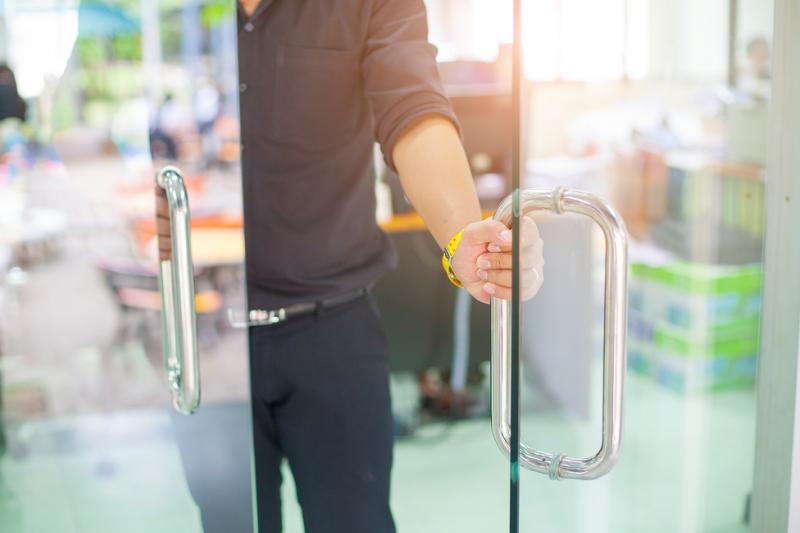 Nadal w uzasadnionych przypadkach kontrolerzy będą mogli przeprowadzać niezapowiedziane kontrole w aptekach lub szpitalach (fot. Shutterstock)