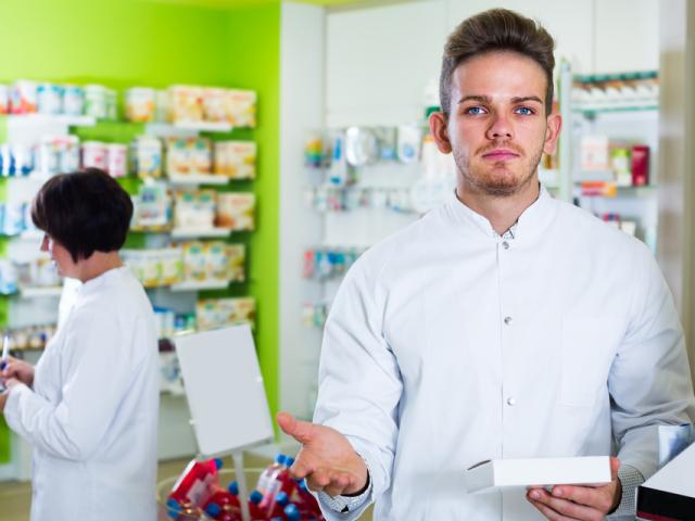 Aptekarze prywatni nie wyglądają na solidarnych z aptekarzami z aptek sieciowych, farmaceuci z aptek otwartych nie wykazują się przesadną solidarnością ze szpitalnikami. (fot. Shutterstock)