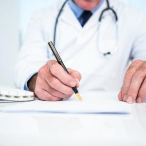Fałszywe zapotrzebowania podpisywał lekarz z… Ministerstwa Obrony?