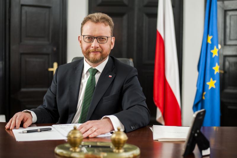 15 stycznia projekt ustawy o zawodzie farmaceuty został złożony na ręce Łukasza Szumowskiego. Od niego zależy decyzja o jego dalszym procedowaniu (fot. MZ)