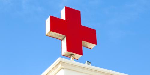 Apteka nie może używać czerwonego krzyża?