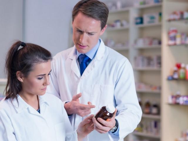Inspektor stwierdził, że w aptece sporządzono lek recepturowy z użyciem owego przeterminowanego płynu Burowa. (fot. Shutterstock)