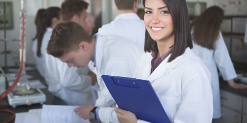 Studenci farmacji muszą płacić szpitalom za staż w aptece?