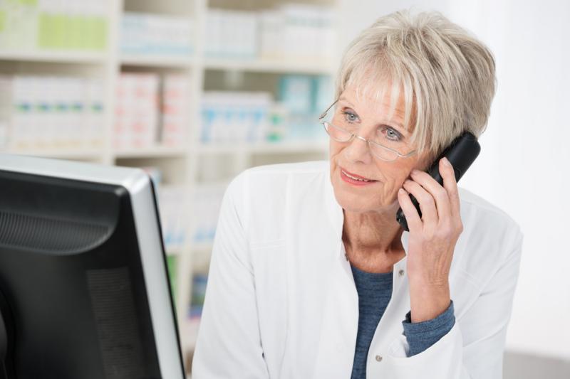 W przypadku błędu farmaceucie pozostaje kontakt z Policją? (fot. Shutterstock)