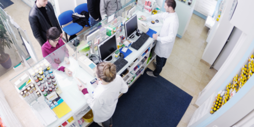 GUS: farmaceutów ubywa, techników farmaceutycznych przybywa