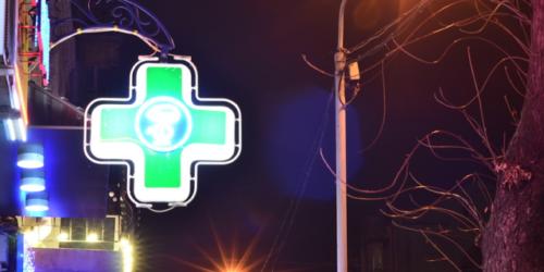 Apteki nie sprzedają w nocy leków ratujących życie. Po co więc dyżury?