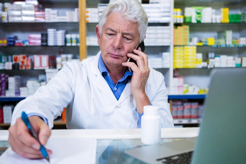 Śląska Izba Aptekarska zwraca się do farmaceutów z prośbą, by wskazali problemy w ich pracy, które wynikają ze zbędnej biurokratyzacji (fot. Shutterstock).