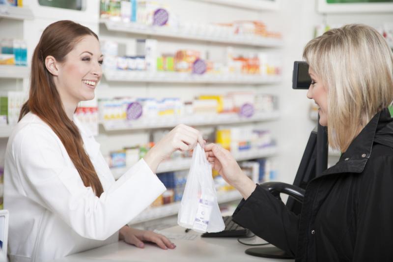 Zgodnie z raportem oceniającym, do opakowań leku Esmya znajdujących się na rynku, należy dodać Karty dla Pacjentki (fot. Shutterstock)