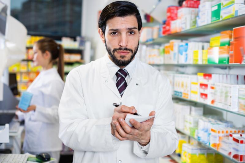 Środowiska farmaceutyczne podpisują petycję na temat ustawy o zawodzie farmaceuty (fot. Shutterstock)