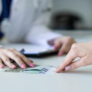 Co ze zwrotem pieniędzy za wycofany lek? Przepisy są niejasne…