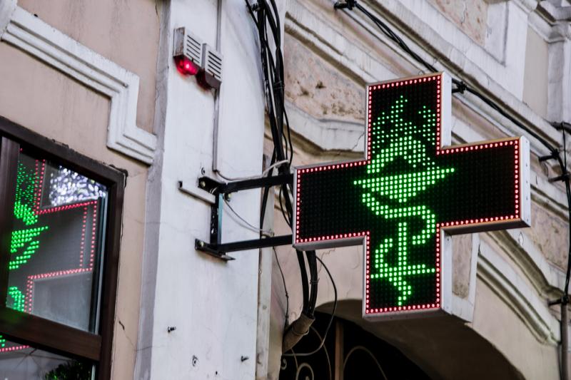 Ofertę współpracy franczyzowej ma m.in. sieć aptek Dbam o Zdrowie, Apteka Centrum Zdrowia, Apteka Nowa Farmacja oraz Dr Zdrowie (fot. Shutterstock)